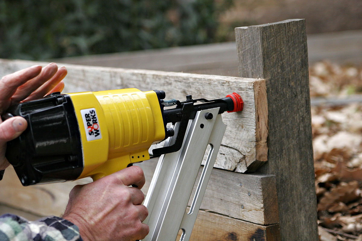 5 Best Nail Guns For Fencing Reviewed 2017 Incredible Lab
